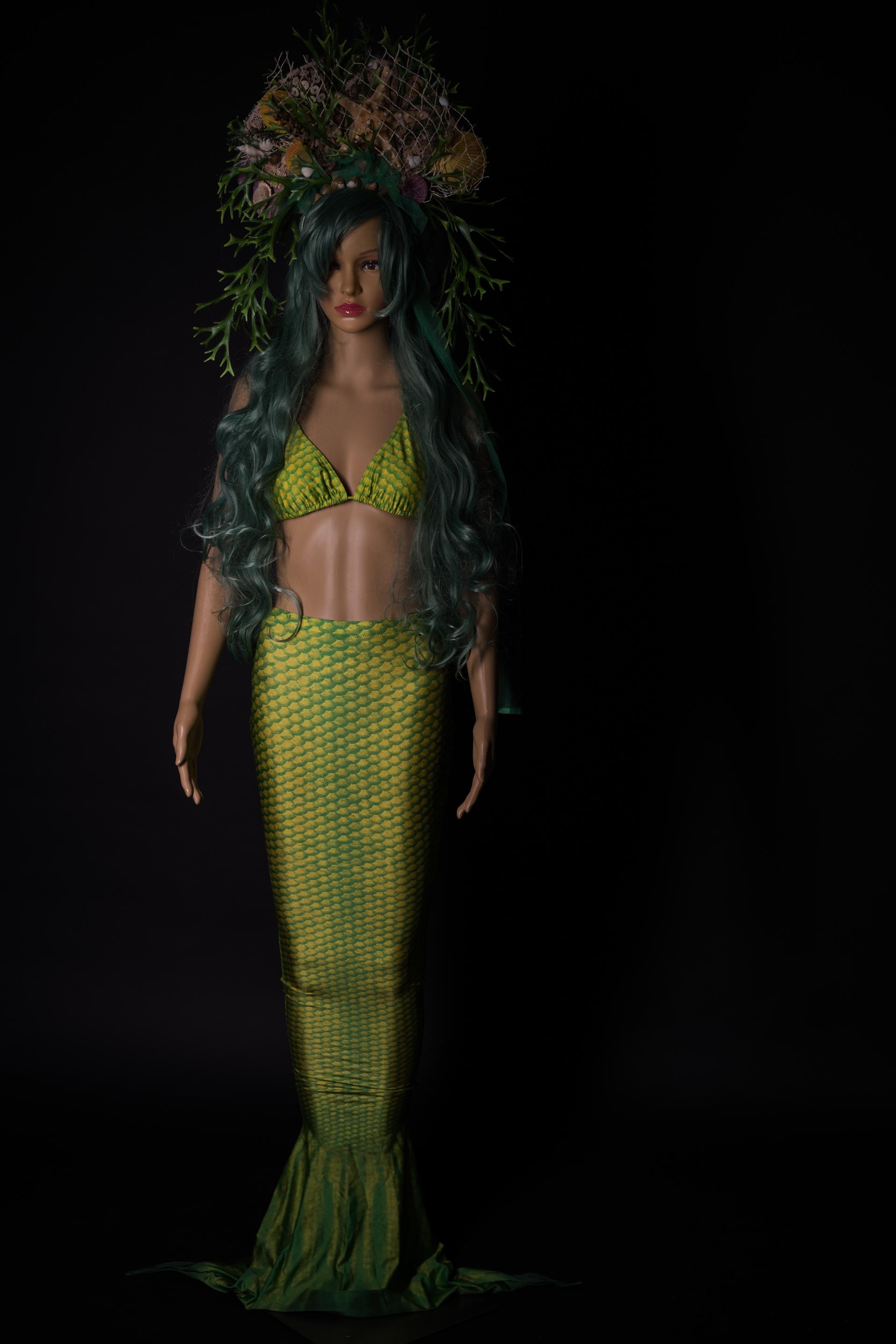 Grünes Mermaidkleid mit Flosse und pssenden Kopfschmuck